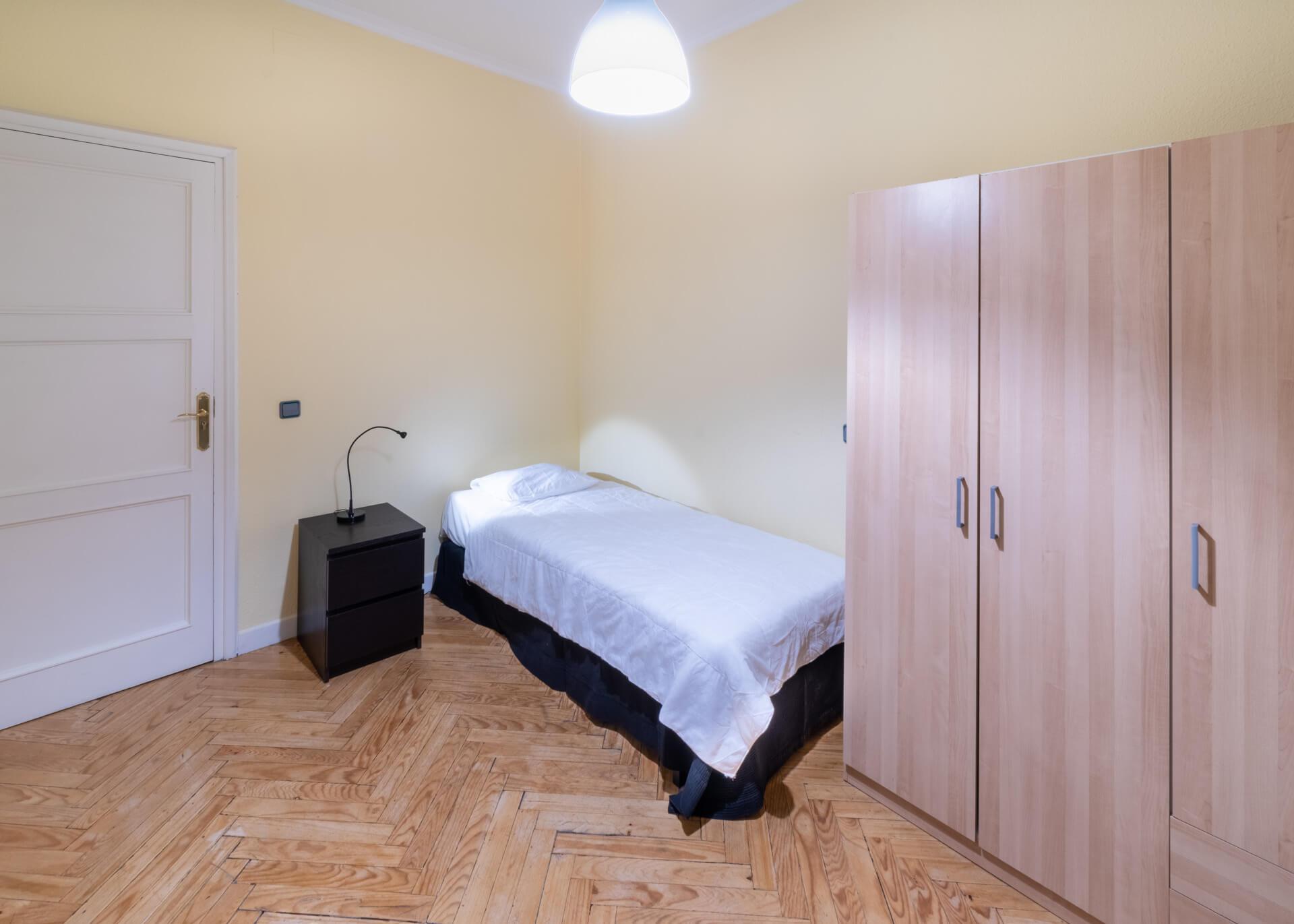 Unirentals alquiler habitación 3 Argüelles
